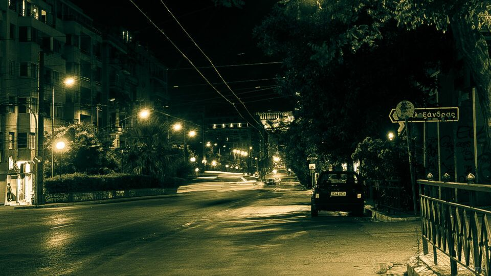 Νυχτερινοί δρόμοι της Αθήνας. Φωτογράφος Βιβή Κωτούλα